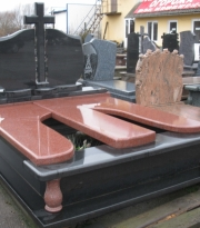 082 Black/Imperial Red